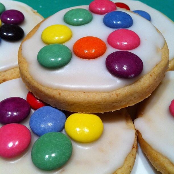 Cookies to the school bake sale.