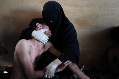 A woman holding a wounded relative during protests in Sanaa, Yemen, on October 15, 2011- Captured by Samuel Aranda.: Samuel Aranda, Mosques, Sons, U.S. Presidents, Press Photos, New York Time, The Rules, The World, Fields