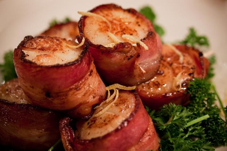 How to Make Scallops Wrapped in Bacon [Slideshow]