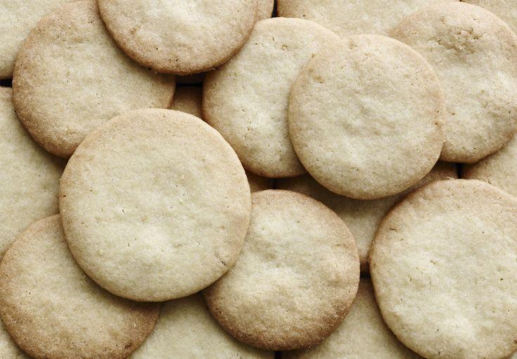 Fyld kagedåsen med lækre de franske småkager, som kaldes sablé breton. Denne version har en frisk smag af citron.