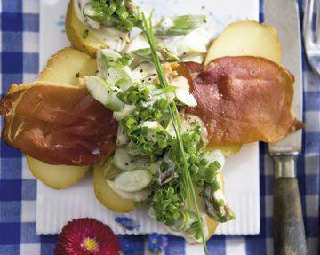 Højtbelagt smørrebrød med røgede kartofler - Frokost - Mad - Isabellas