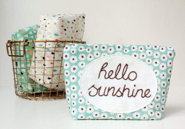 Keep your bits 'n' bobs in this summery bag and let it brighten your day.