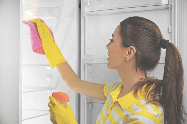 Как правильно ухаживать за холодильником Чтобы купленный холодильник служил вам верой и правдой как можно дольше, важно правильно ухаживать за ним. Для этого сразу после покупки изучите инструкцию по эксплуатации прибора, а дальше следуйте ей и нашим простым правилам.