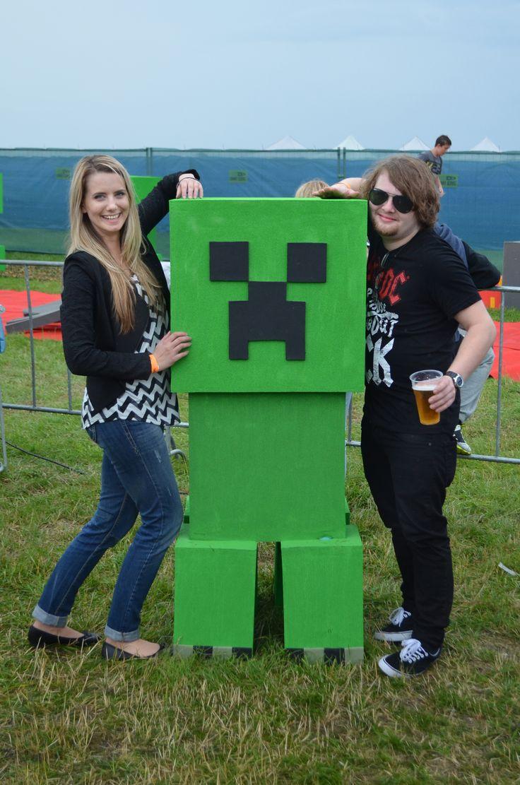 Kdo by nechtěl fotku s Creeperem! ;) Minecraft postavy se opravdu povedly!