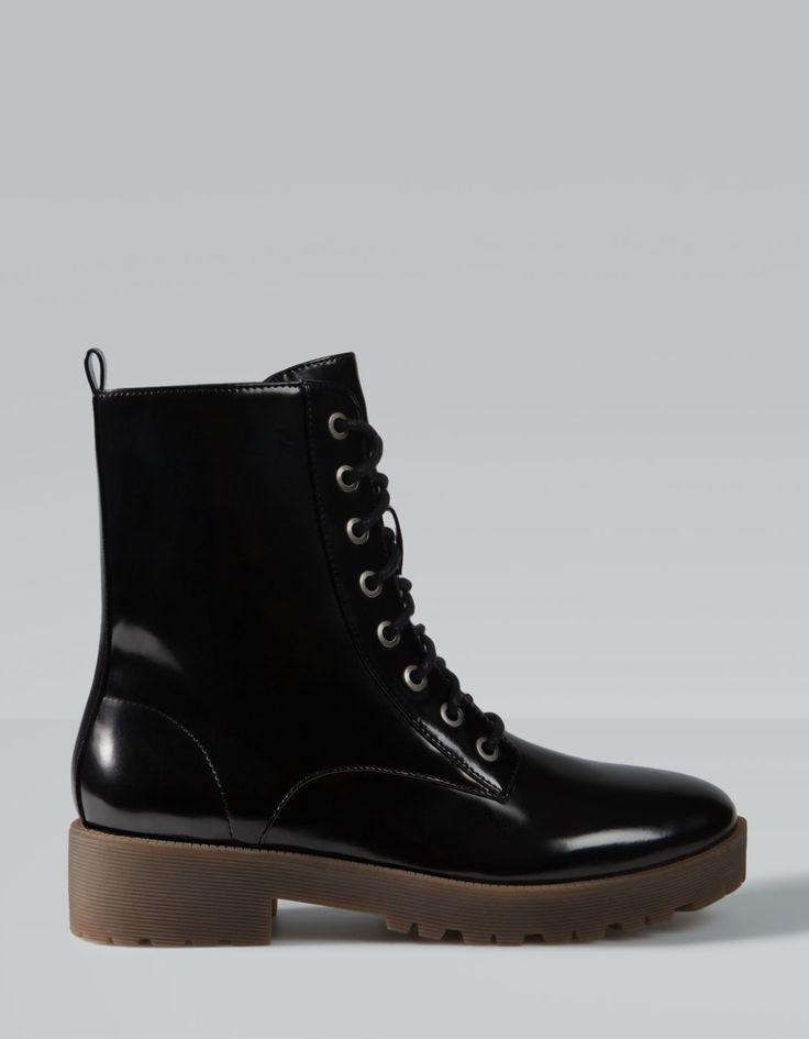 Lace up antik leather ankle boots Stradivarius