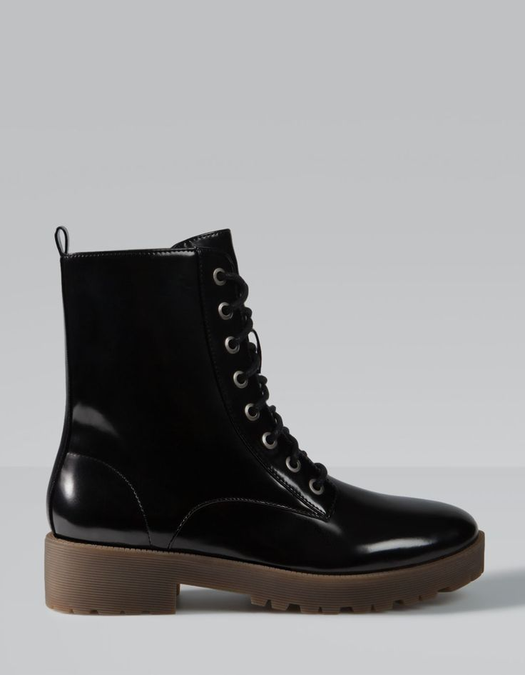 Lace up antik leather ankle boots Stradivarius