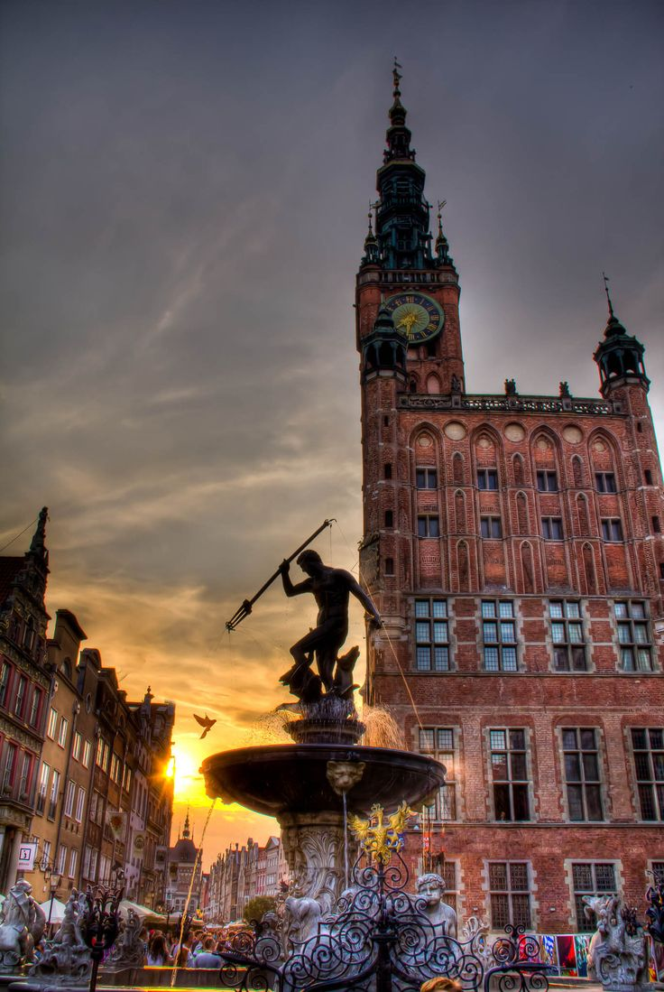 Hands down, our favorite photograph of the wondrous Neptune Fountain in the Dlugi Targ, Gdansk... Even though this image is iconic & has been photographed MILLIONS of times- this is fresh, beautiful, timeless & original. And the amber light makes it all the more special. Iconic!   #Neptune in the #sun. in #Gdansk, Poland