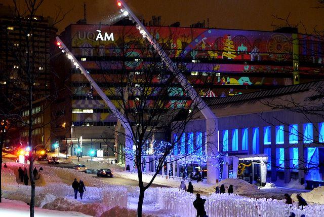 Kanva, en collaboration avec Udo Design, Côté Jardin, Patrick Watson, Boris Dempsey et Pierre Fournier, Entre les rangs, 2013  Place des festivals, Montréal, Canada