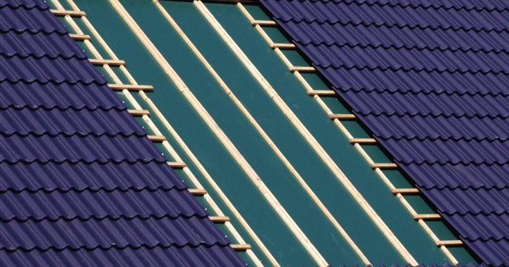 ¿Se pueden pintar las tejas para techo?. Cubrir las tejas de asfalto existentes con una capa de pintura acrílica puede extender la vida de tu techo. Puedes sellar los hoyos pequeños en el techo con calafateo de silicona, y la pintura acrílica que apliques sobre los parches sellará el techo. En muchos casos, los techos con dos capas de tejas se pueden pintar por un precio accesible para ...