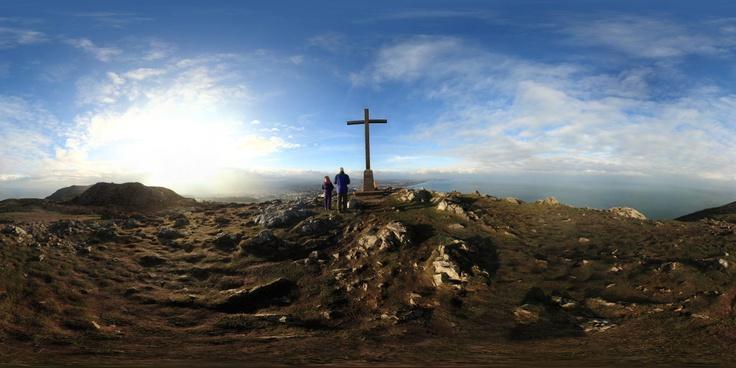 The cross at Bray Head Summit - Ireland  By Rubens Cardia