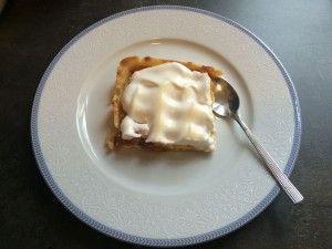 """Mrzí Vás, že není venku žádný sníh? Dejte si ho alespoň na koláči ☺ a hned Vám bude lépe… Co budete potřebovat: na těsto: 250 gramů hladké mouky 100 gramů cukru 125 gramů másla 2 žloutky 1-2 lžíce mléka na náplň: 1 balení měkkého tvarohu – nejlepší je ten ve """"stříbře"""" – tolik neteče 1 … Continue reading Meruňkový koláč se sněhem →"""