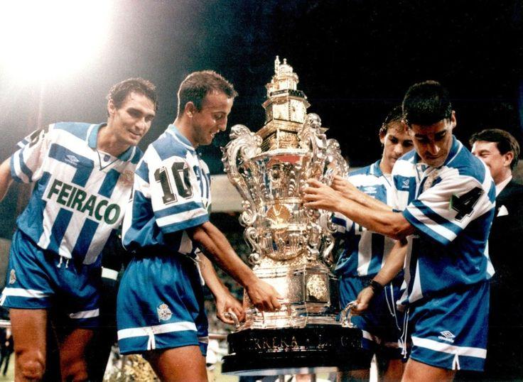 El Deportivo de la Coruña vence al Madrid en la Final del Trofeo Teresa Herrera de 1995. En la imagen de izda. a dcha. Aldana, Fran, Paco Jémez y Ribera.