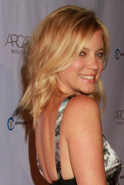 Amy Smart's messy, blonde hairstyle