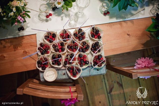 Cherry Wedding,Fruit place card,Vignettes,Rustic wedding / Czereśniowe wesele,Owocowe winietki,Rustykalne wesele,Anioły Przyjęć
