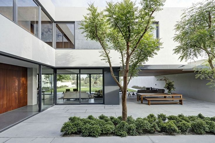 Exapnsive central courtyard of the lavish Mexican residence