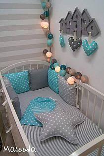 pokój dla dzieci w modnych odcieniach szarości  z kolorowym akcentem