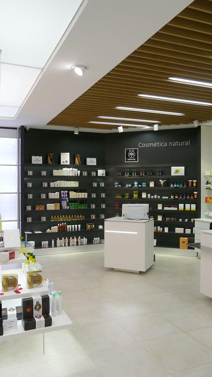 Proyecto de diseño, mobiliario y reforma de la farmacia Conca, entra y mira las imágenes