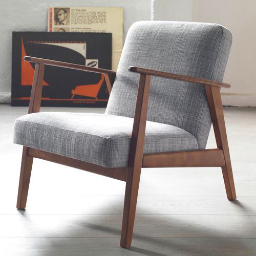 Ikea goes retro! Mit einer kleinen Kollektion aus beliebten Möbeln und Wohnaccessoires im Stil der 50er bis 70er Jahre feiert Ikea Deutschland im Oktober sein 40-jähriges Bestehen. Zu Beistelltischen und Sofas, die Ikea bereits seit einigen Jahren in seiner Produktpalette hat, gibt es ab dem 11. Oktober 2014 die limitierte ÅRGÅNG Kollektion, zu der auch dieser Sessel gehört.