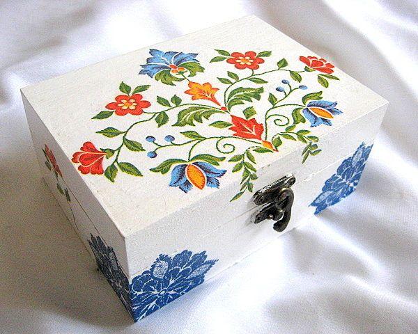 Cutie cu motive florale traditionale romanesti, cutie lemn - cutie bijuterii femei