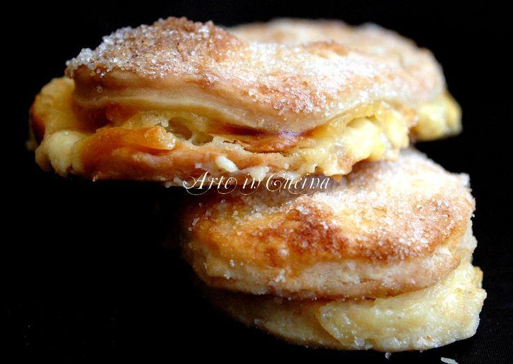 Lingue di Procida dolci napoletani veloci con sfoglia e crema pasticcera, semplici per feste di compleanno, buffet, ricette regionali campane,