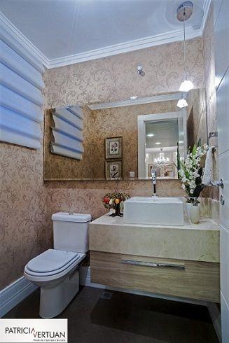 Lavabo com piso em porcelanato,tampo em marmore crema marfil e papel de parede.