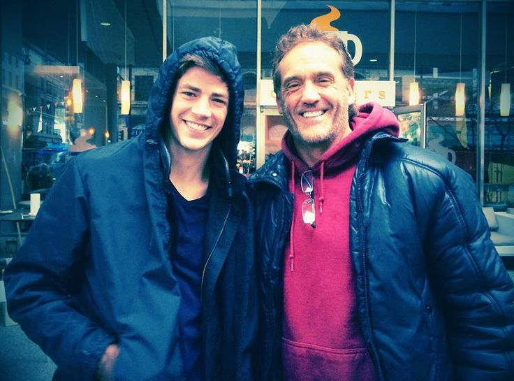 #Flashes of Two Worlds! Grant Gustin & John Wesley Shipp! pic.twitter.com/GtiobdhPEJ