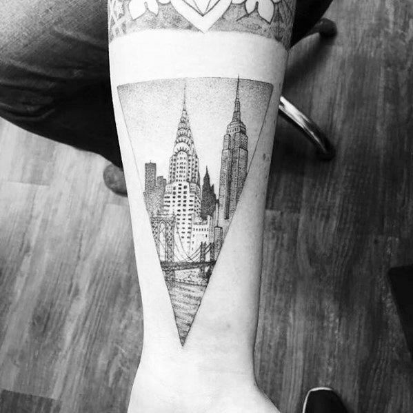 60 New York Skyline Tattoo Designs Fur Manner Big Apple Ink Ideen Mann Stil Tattoo Skyline Tattoo Nyc Tattoo Tattoo Designs Men