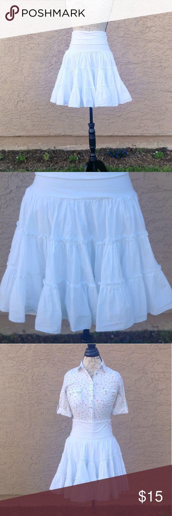 "Ruffled white mini skirt Very good condition. Worn only twice. Measures:  Waist flat 15""  Length 22.5"" Skirts Mini"