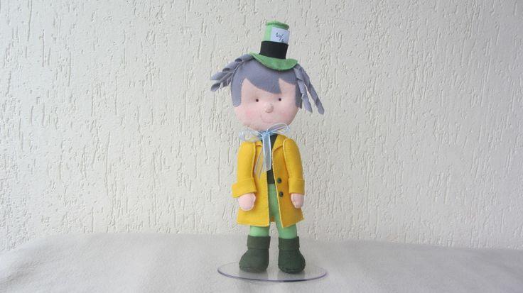 Personagens Alice no País das Maravilhas (Alice, Gato , Rainha de Copas, Chapeleiro Maluco, Coelho do Relógio). Tamanho aproximado 28 cm. Perfeitos para decoração de mesa de aniversário. Ficam em pé em base de apoio.