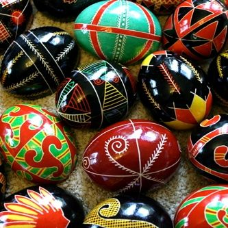 Pysanky are part of a beautiful, symbolic Eastern European tradition that originates in the Ukraine. Unlike traditional Easter eggs that are hard...: Craft, Ukraine, Ukrainian Easter, Pysanky Eggs, Holidays, Easter Eggs, Easter Ideas, Ukrainian Egg