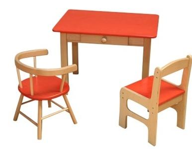 Deze houten kindertafel met stoeltjes zijn zeer geschikt voor professioneel gebruik en kunnen uitstekend gebruikt worden in uw wachtruimte en/of showroom, kinderdagverblijf, peuterspeelzaal of kleuterschool of natuurlijk gewoon bij u thuis in de kinderkamer.