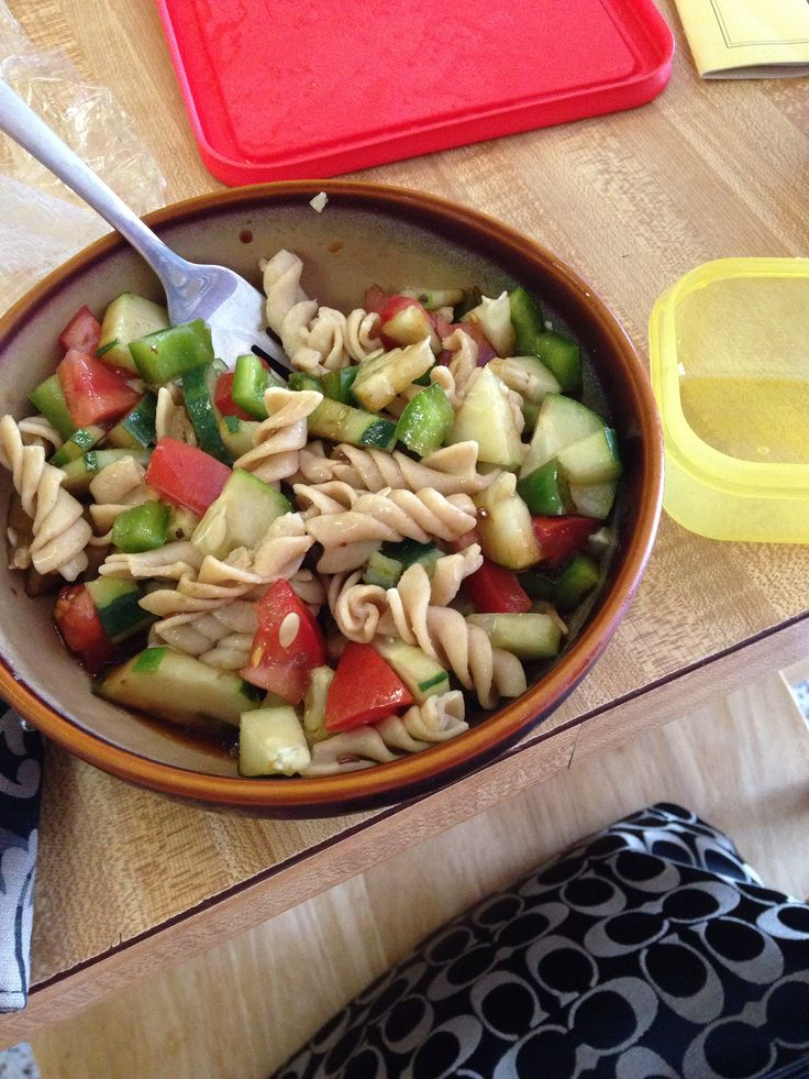 21 Day Fix!! Tired of salad for your greens? Try 2 green containers filled with cut peppers, tomatoes, and cucumbers & 1 yellow container with whole wheat pasta topped with balsamic vinegar! More recipes and support at: www.facebook.com/alwaysfun2Bfit