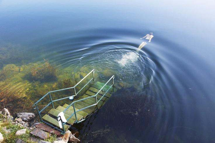 In angenehm warmem Wasser dahin gleiten, seine Muskeln und die Atmung aktivieren: Im Hotel Hochschober am Turracher See schwimmen Sie in besonderem Ambiente. Unter Dach oder im beheizten See-Bad. In reinem Seewasser und an der frischen Luft. Dank einer ausgeklügelten Technik ist das Wasser konstant 30 Grad warm.
