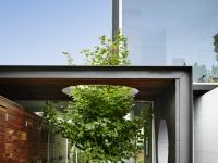Esa Casa UBICACIÓN: Melbourne, Australia PROYECTO: Austin Maynard Architects Año: 2015 MEMORIA DESCRIPTIVA: El sitio está rodeado por amplias casas. Se solicitó al estudio de arquitectura proporcio…