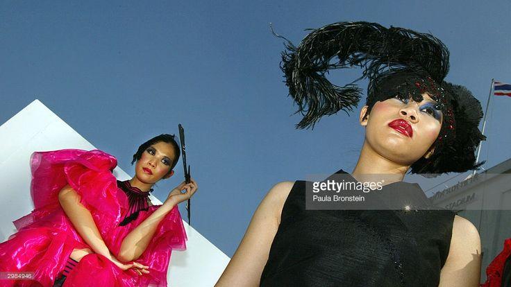 thai-fashion-models-waits-for-the-bangkok-fashion-city-extravaganza-picture-id2984946 (1024×576)