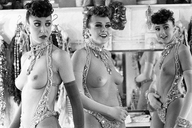 1989 год. Танцовщицы в раздевалке «Мулен Руж»
