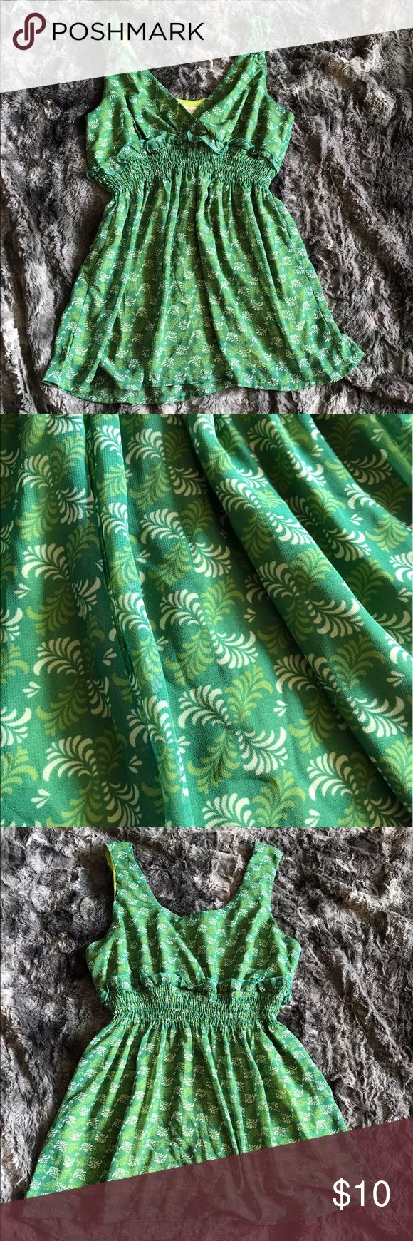 """Womens small green tank top smocked empire waist Womens small tank top by Jonathan Martin. It is green floral print with a smocked empire waist. It is a v-neck and v-back style. Perfect for summer. In excellent condition! Length-26"""" armpit to armpit-17"""" jonathan martin Tops Tank Tops"""