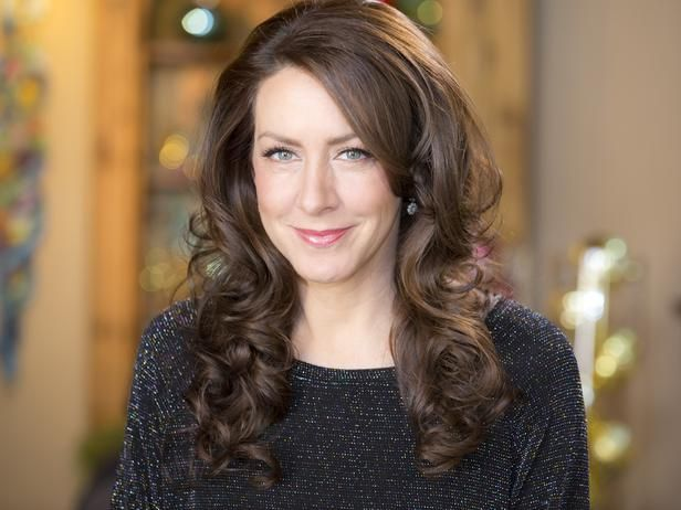 What my hair would look like if it didn't keep falling out.  Joely Fisher's Modern Woodland Holiday in Step Into These Celebrity Home Makeovers for the Holidays from HGTV