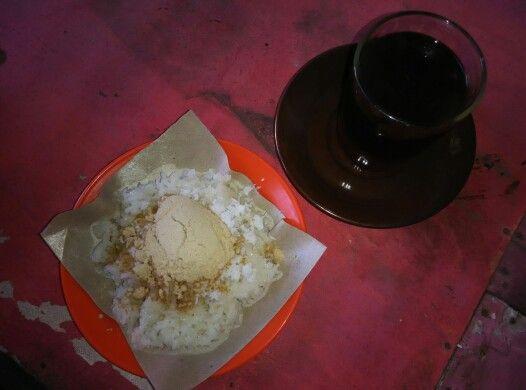 ketan bubuk dan teh manis jln.mastrip daerah kota jember (recommended)
