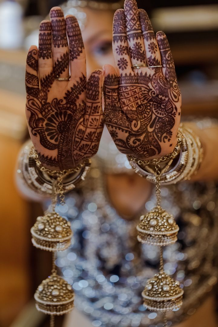 kalire and mehndi on an Indian bride's hands. Inbalmore Photography