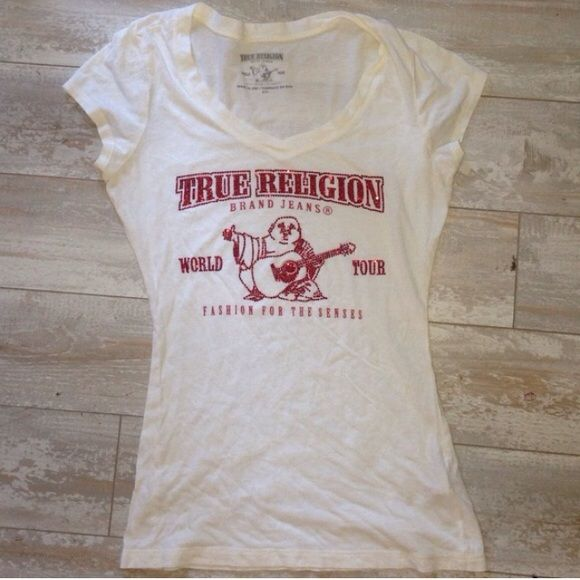 True Religion Ladies Red Bling Tee Short Top S True Religion Ladies Red Bling Tee Short Top PreOwned Size Small Has noticeable pilling 16 Inches. bust unstreached True Religion Tops Tees - Short Sleeve
