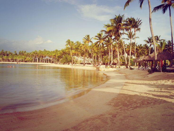 Beautiful bay, ropical palm trees and the beautiful sea in the background.   #LaRomana #DominicanRepublic  More info: http://www.bahia-principe.com/en/hotels/la-romana/resort-la-romana/