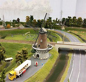 Er staan 16 molen in de miniatuurwereld van Miniworld. Uiteraard zullen ze allemaal draaien tijdens de Nationale Molendag op 16 juli.
