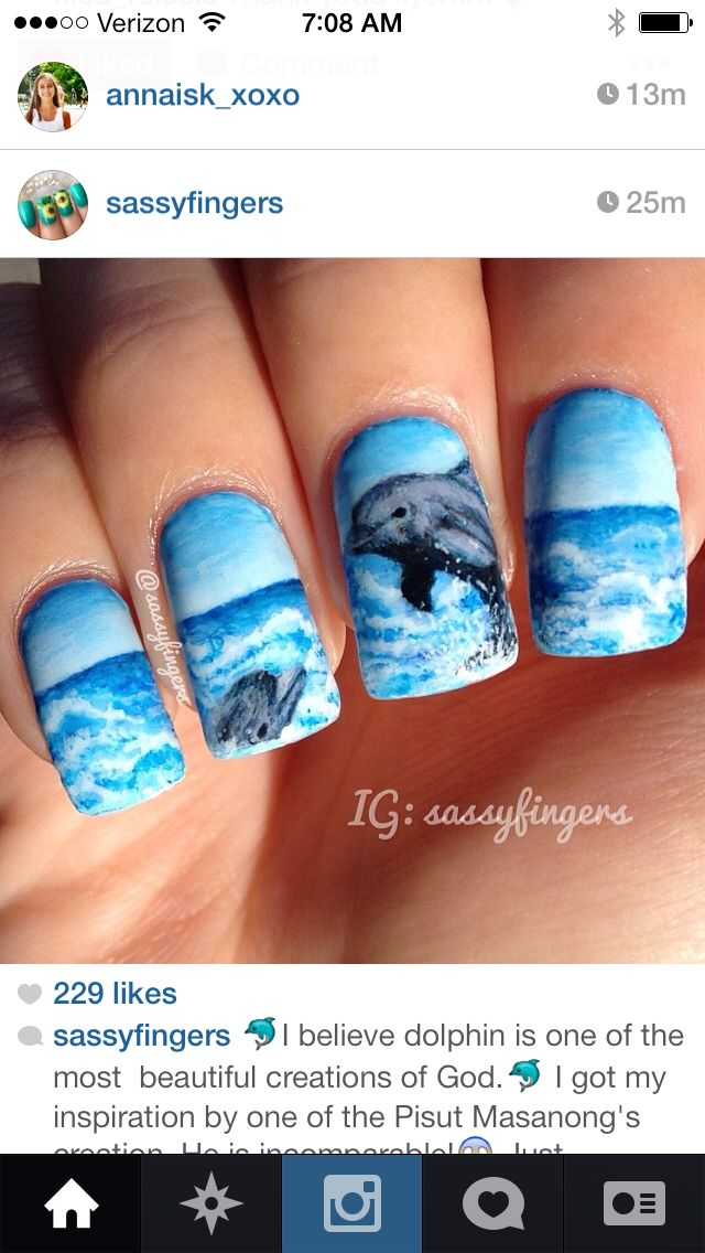 Detailed dolphin nails