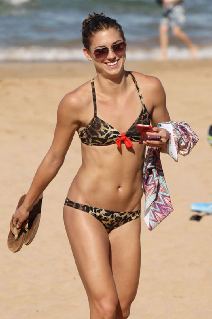 25 Best Celebrity Bikini Bodies : 10. Alex Morgan |