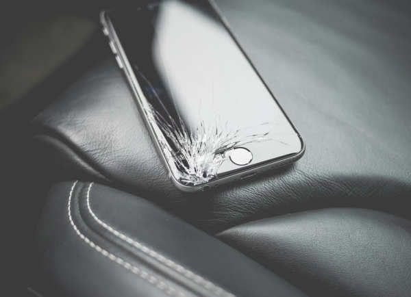 La máquina para reparar pantallas del iPhone llegará a tiendas no oficiales de Apple.¿Deberías poder reparar tus dispositivos donde tú quisieras? Parece una pregunta fácil para mucha gente, pero no lo es para empresas como Apple.La compañía de la manzana no ha ocultado sus deseos de controlar su hardware en todo momento; incluso, y especialmente, cuando ya lo ha vendido.Apple, contra el derecho a repararEs por eso que Apple ha...