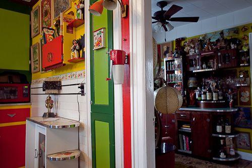 Kitchen/bar.