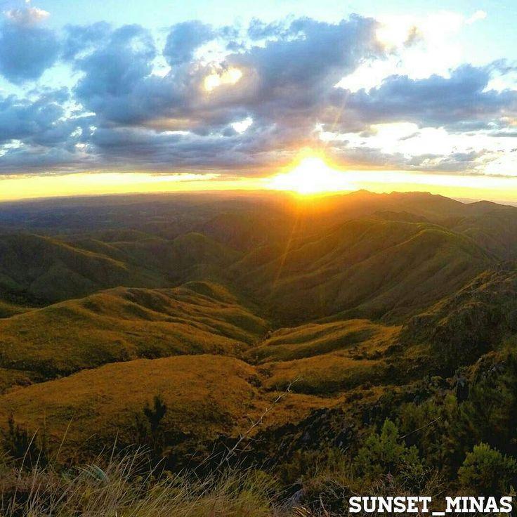 .      SUNSET_MINAS      .  Sunset/fim de tarde do dia registrado por: . @gusmrocha  .  Local/Location: Brumadinho - MG. .  Parabéns!      . .                 Admin. e seleção da foto: @phaelmoraess.  Indique a localização da foto.  Tag: #sunset_minas para pôr do sol.  Tag: #sunrise_minas para amanhecer. .               .  Conheça e siga nossos parceiros: .  Fim de tarde do Brasil @sunsetdobrasil  Litoral Brasileiro @ig_beach_brasil  Rio de Janeiro @rioilove  Brasil @brasilbr55…