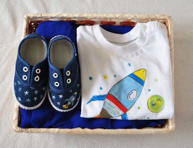 """Canastilla nº10 """"Espacio"""": Camiseta+zapatillas+cesta"""
