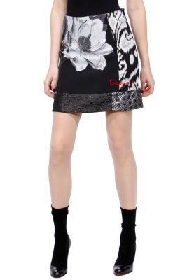 Geminis Desigual women's skirt from the Night line. This short, black and white skirt will make you feel stunning and sexy. The night will be yours.